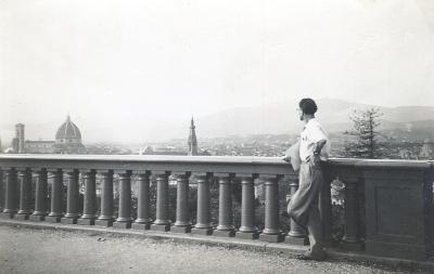 Harold In Florence Piazza Michaelangelo 1946 400
